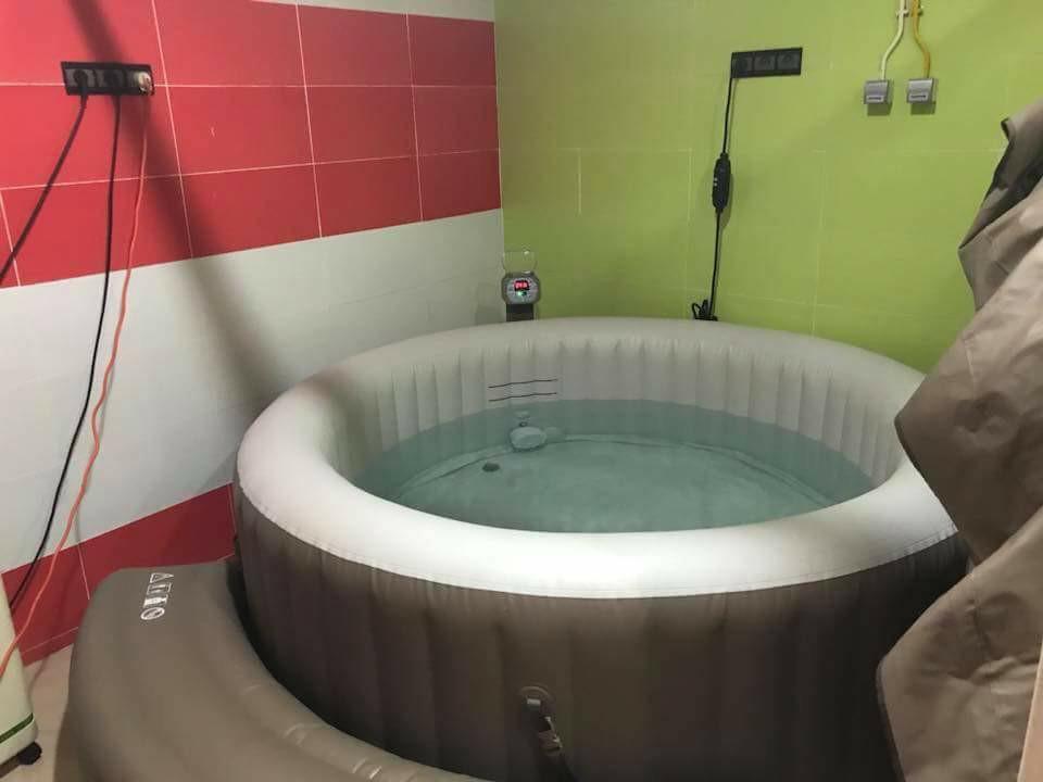 أول عملية ولادة طبيعية تحت الماء بإحدى المصحات في مدينة آسفي
