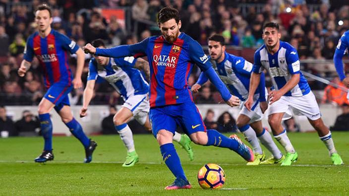 ميسي يُطالب برشلونة بالتعاقد مع نجم مانشستر يونايتد