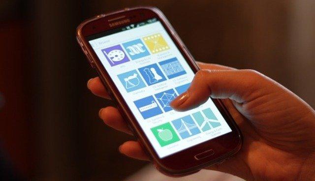 دولة عربية تحول هواتف مواطنيها إلى أجهزة تجسس