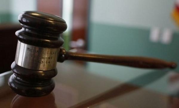 قاض كندي يسجن عضوة بهيئة المحلفين لتكرار تأخرها عن الجلسات