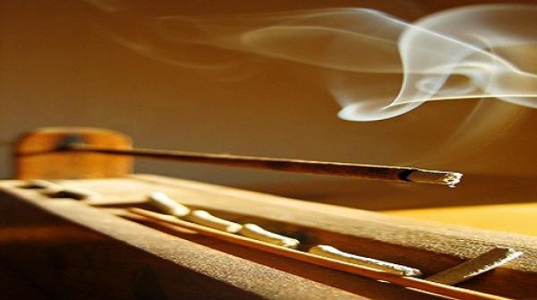 """دراسة : البخور أخطر من """"السيجارة"""" وعادم السيارة"""