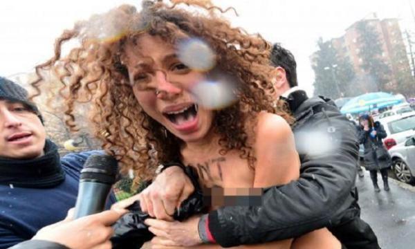 ناشطات يهاجمن ''برلسكوني'' عاريات الصدور قبيل تصويته بالانتخابات