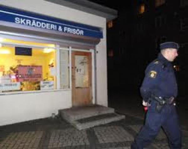 مركز شرطة سويدي يرفض اعتقال متهم سلّم نفسه لأنه جاء بعد انتهاء العمل