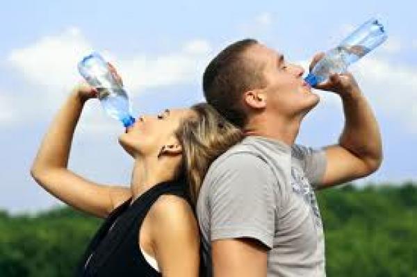 المبالغة في شرب السوائل مضر كقلتها