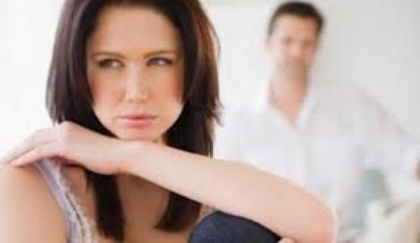 كيف تتعامل مع المرأة المملة؟