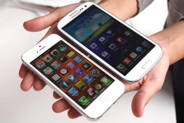 7 مزايا وراء تفوق جالاكسي S4 على آيفون 5!