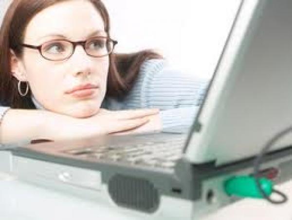 تجنبي هذه الاخطاء في علاقاتكِ على الإنترنت !