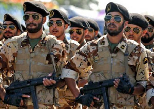 جندي إيراني يطلق النار على زملائه ويقتل أربعة منهم