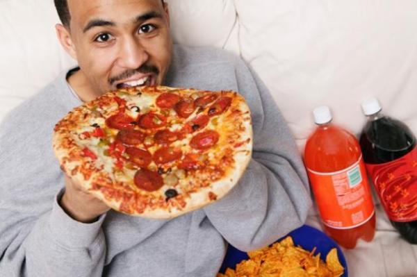 عادات خاطئة بعد تناول الطعام تضر صحة الرجل
