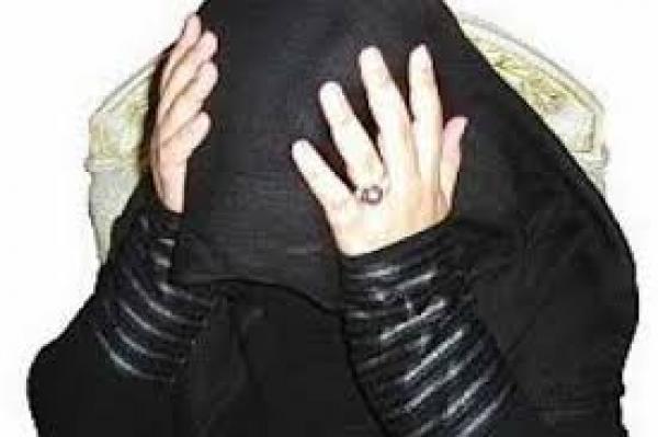 ضبط سيدة متزوجة بين أحضان عشيقها.وهما يمارسان الجنس.