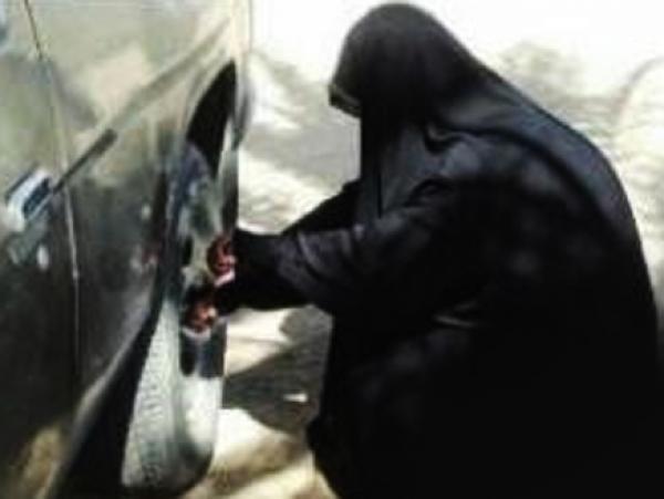 سعودية تتنكر بزي رجل وتعمل في وظيفة سائق حافلة