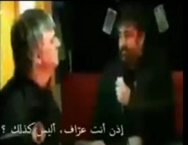 مذيع يصفع عرافا على الهواء مباشرة  ... شاهد السبب