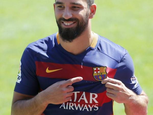 نادي برشلونة الإسباني يفتقد خدمات التركي اردا توران لثلاثة أسابيع