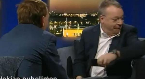 بالفيديو ... رئيس نوكيا يلقي بهاتف ايفون على الارض اثناء مقابلة تليفزيونية