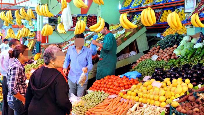 009d83f4b3b49 هذا منكر   بين سوق الجملة و التقسيط .. أسعار الخضر و الفواكه ترتفع بـ 3 إلى  5 دراهم و المسؤولين