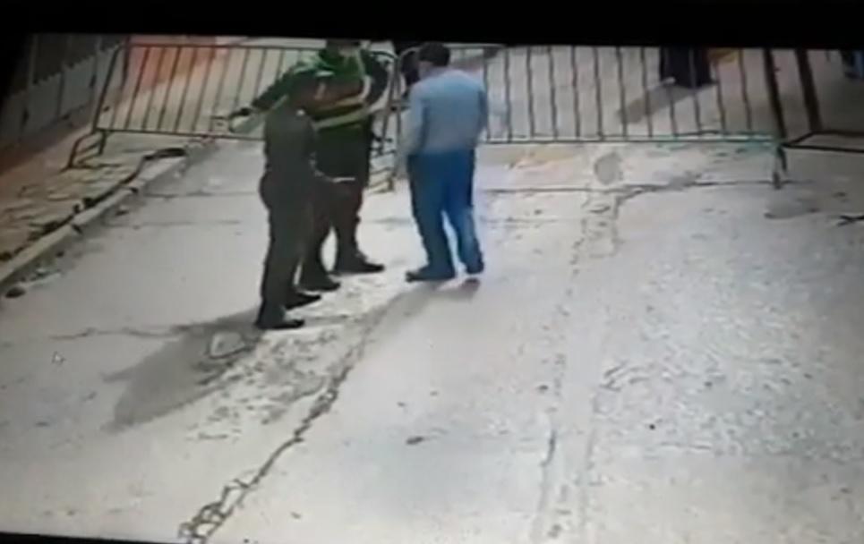 بالفيديو.. كاميرا مراقبة تكشف كيف بدأ الخلاف بين عنصري القوات المساعدة ونائب وكيل الملك