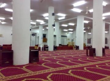 إمام مسجد يرفع دعوى قضائية لتغيير موعد صلاة الفجر!
